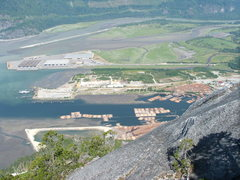 Rock Climbing Photo: The Buzzing metropolitan of Squamish!