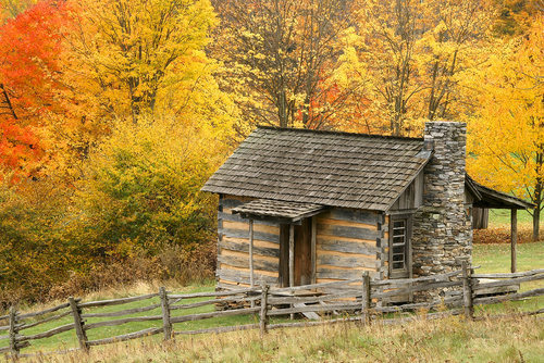 One of several historic log cabins in GHSP, many of which are nearby the Rock House Boulders.