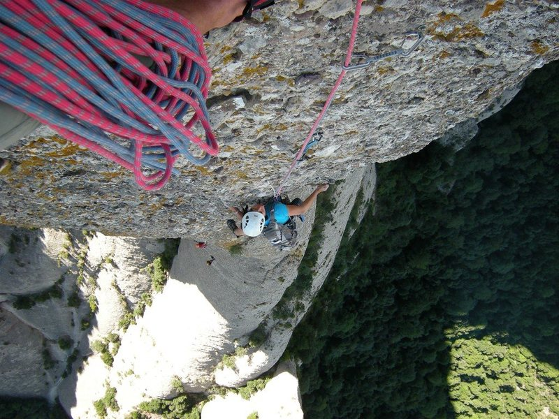 Shirley nearing the top of pitch 5 of the Punsola-Reniu route (6c or 6a A0) on Cavall-Bernat tower.