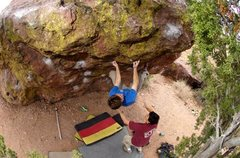 Rock Climbing Photo: Sockhands on the pocket and crimp sidepull and abo...