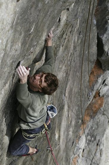 Stewart Korte of the HWDAMF climbing curse of the drill, picture makes it look far harder than it is