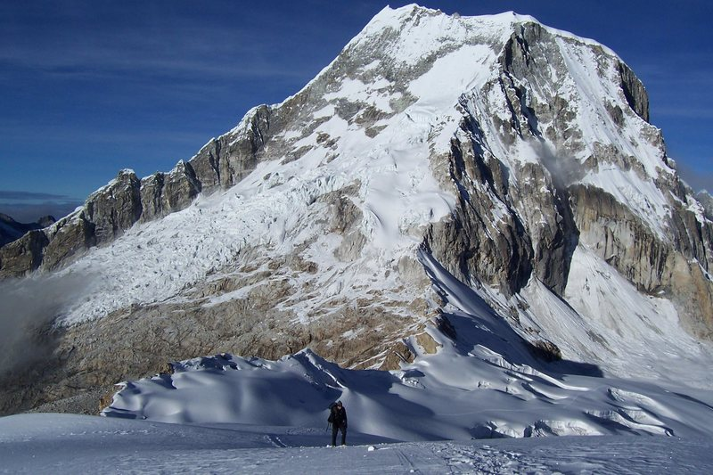 The route from Ishinca, follows the obvious ridge