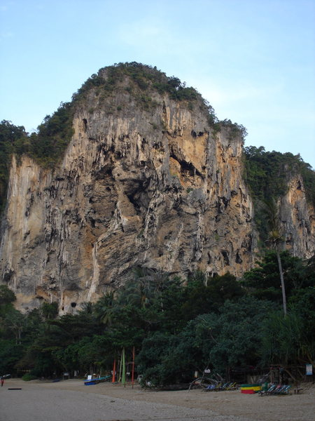 Sleeping Indian Wall, Hat Ton Sai