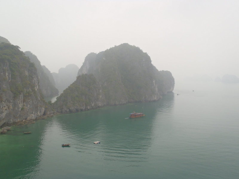 Views of Ha Long Bay from Screw loose.