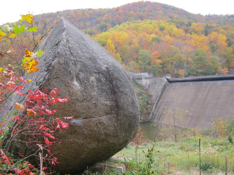 Rock Climbing Photo: Fall foliage at Sugar Hollow dam....oh yeh, and a ...