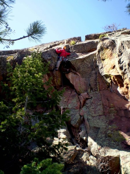 Rock Climbing Photo: P3 chimney option.  This is definitely more challe...
