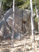 Rock Climbing Photo: Overview of Lakeside Crag. Several routes (Five Fl...