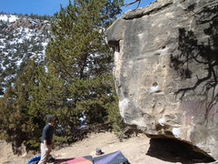 Rock Climbing Photo: Black and Blue.  Skins Game V3/4 goes up the pocke...