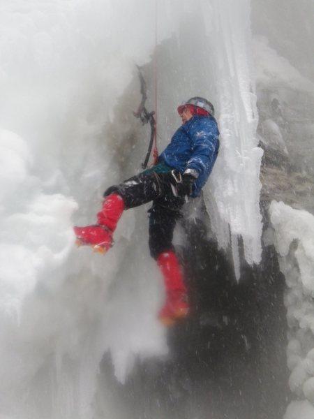 Rock Climbing Photo:  Eric Wright climbing middle ames near its famous ...