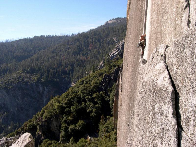 "Matt Johnson linking pitch 1 & 2 of ""Reed's Direct"" 5.10a at Yosemite Valley, CA."