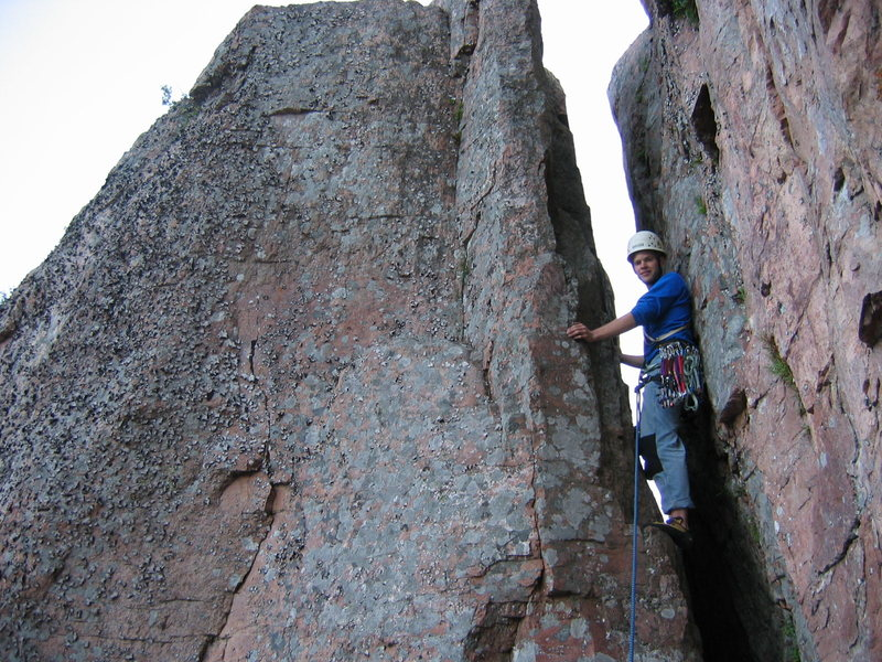 Matt Johnson on last pitch of &quot;Pussyfoot&quot; 5.9 at Palisade Head, MN.<br> Photo by: Laura Machacek
