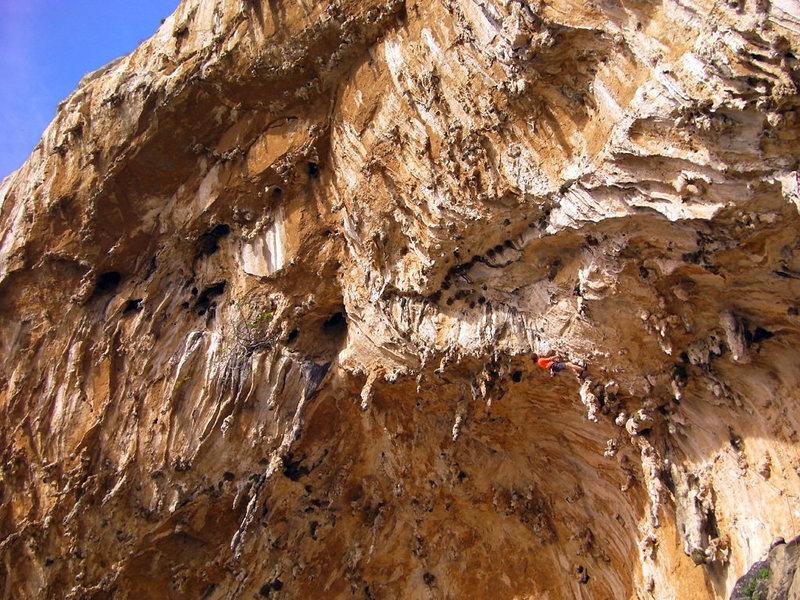 Rock Climbing Photo: Going horizontal @ the crux of Elefantenhimmel.