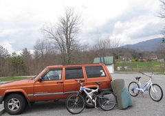 Rock Climbing Photo: This is the upper parking for the trail, at a plac...