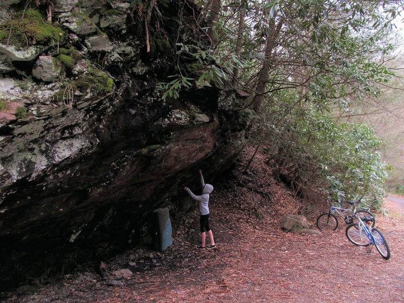 Rock Climbing Photo: Trailside Overhang