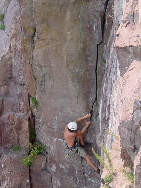 Mark Machacek on lower section of &quot;Blue Bells&quot; at Palisade Head, MN.<br> Photo by: Matt Johnson