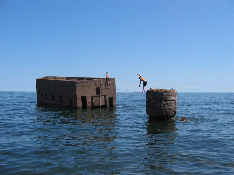 "Rock Climbing Photo: Matt Johnson slacklining the ""Ice Box"" j..."