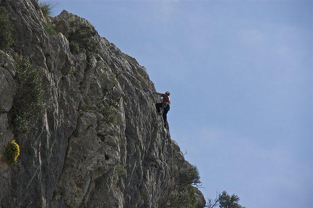 Rock Climbing Photo: Nearing the top of 100 Duros.  Photo by Bob Olshan...