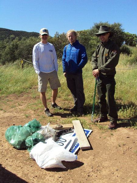 Local climbers and rangers join forces to clean up Echo Cliffs, April 30th, 2011.
