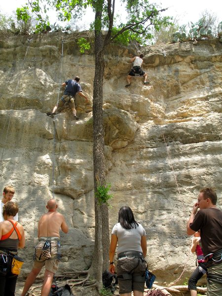 Anonymous climber in white shirt tackles Hoover Head in TR (To the left in blue is Short People)