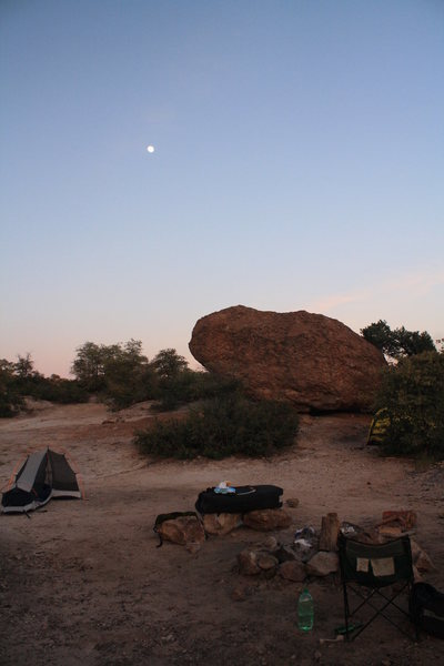 what an awesome camp site:)