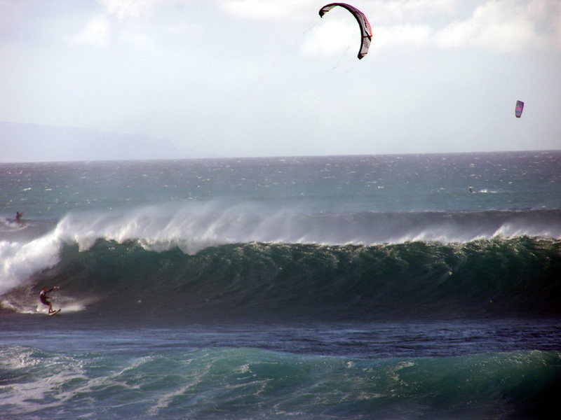 Rock Climbing Photo: Kiting at Lanes on the north shore of Maui in in s...
