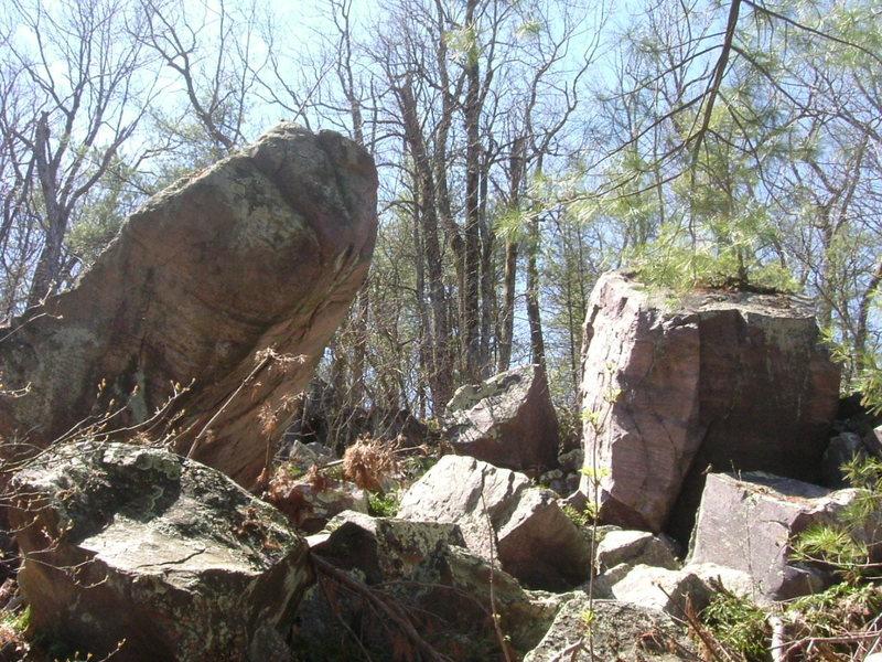 Overhanging boulder looked very nice!