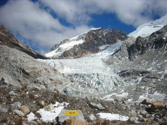 Rock Climbing Photo: The Huayna glacier along the approach to the refug...