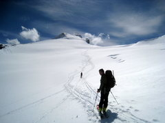 Rock Climbing Photo: Heading out onto the glacier, with the summit in f...