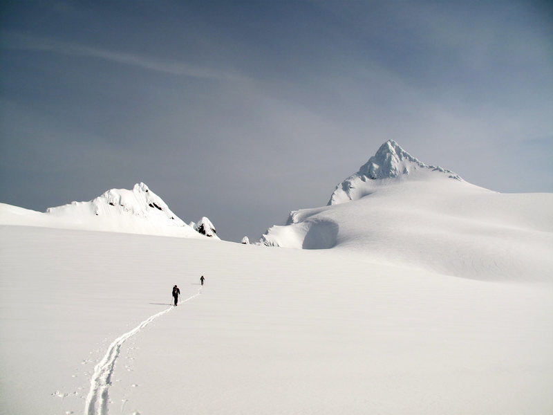Rock Climbing Photo: Ski ascent via Sulphide Glacier on May 13, 2011