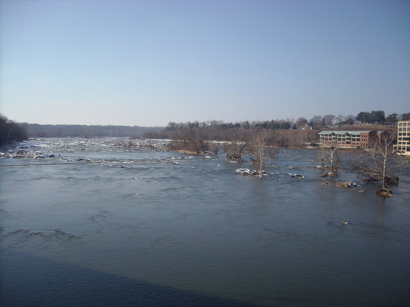 Rock Climbing Photo: View of the James from the suspension bridge.