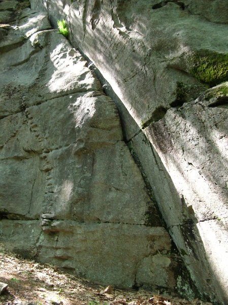 Rock Climbing Photo: Fat Crack at Rines Hill.  5.6; bring a couple larg...