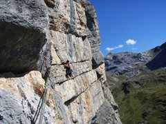 Rock Climbing Photo: The traversing pitch of Abendrot, from the anchor ...
