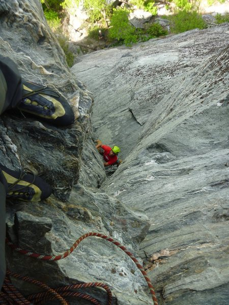 Eddie leading P1 of Maginot, approaching the cruxy overhang exit to the belay ledge, where I'm standing.