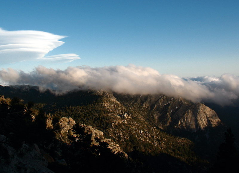 Huge lenticular cloud formation developing over Tahquitz, May 2011