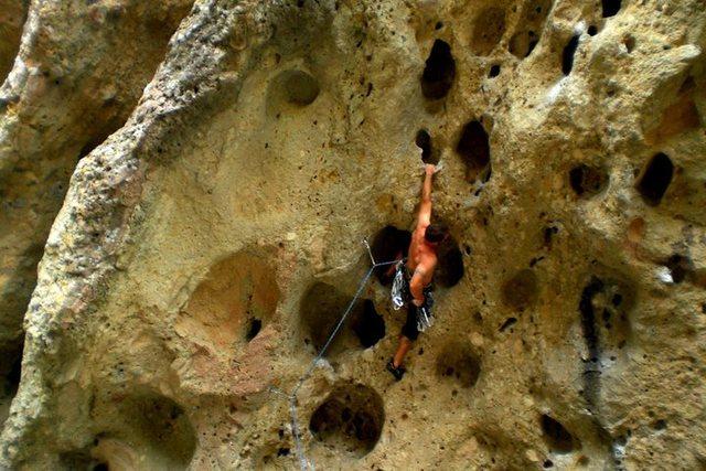 Rock Climbing Photo: This climb has a couple great knee bars providing ...