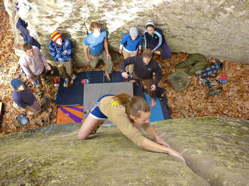 Rock Climbing Photo: Emily Korth on Groove Rider, V3. Horse Pens 40, AL...