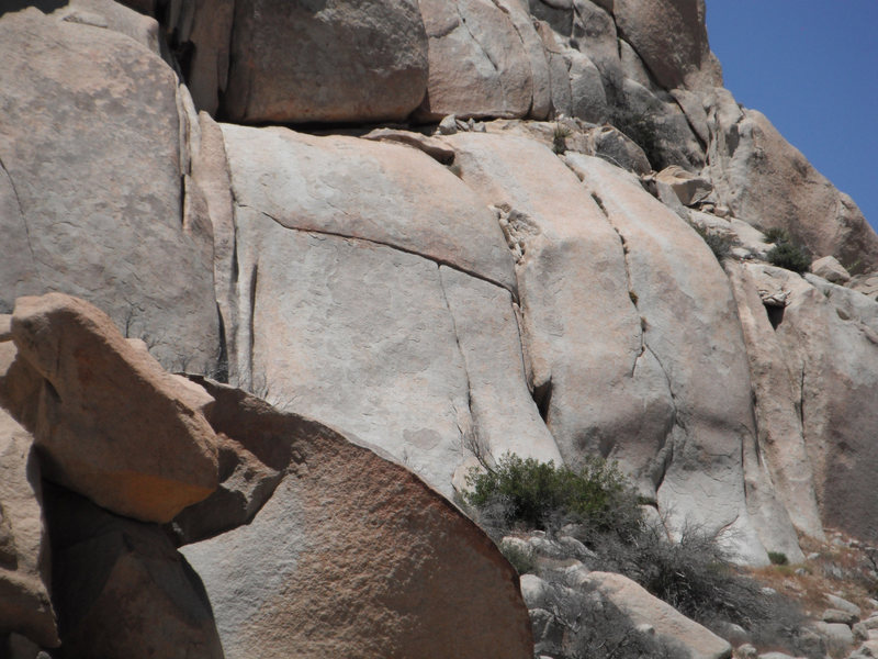 Rock Climbing Photo: Humpty Dumpty 10A. The obvious T Crack in center o...