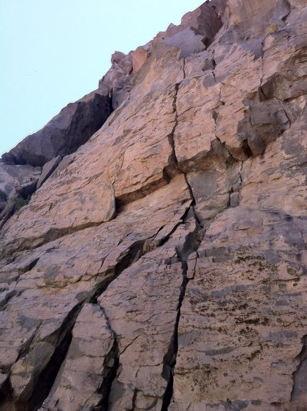 Rock Climbing Photo: Kelly's Heroes takes the right crack through the r...