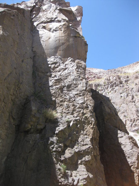 Rock Climbing Photo: Right Arete of Inyo-Mono Line Tower