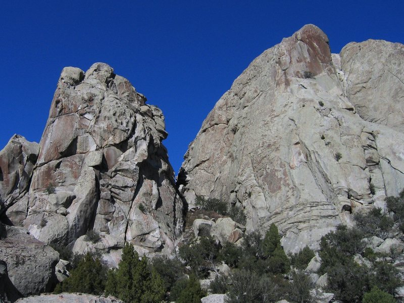 Rock Climbing Photo: Hostess Gully at Castle Rock from the loop trail