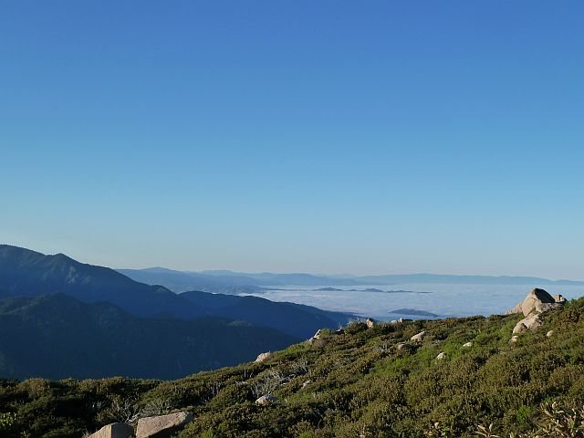 Rock Climbing Photo: Looking southeast from just below the fire lookout...