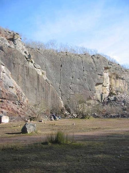 Main Wall is the largest continuous expanse of rock with prominent crack-lines (photo Phil Ashton)