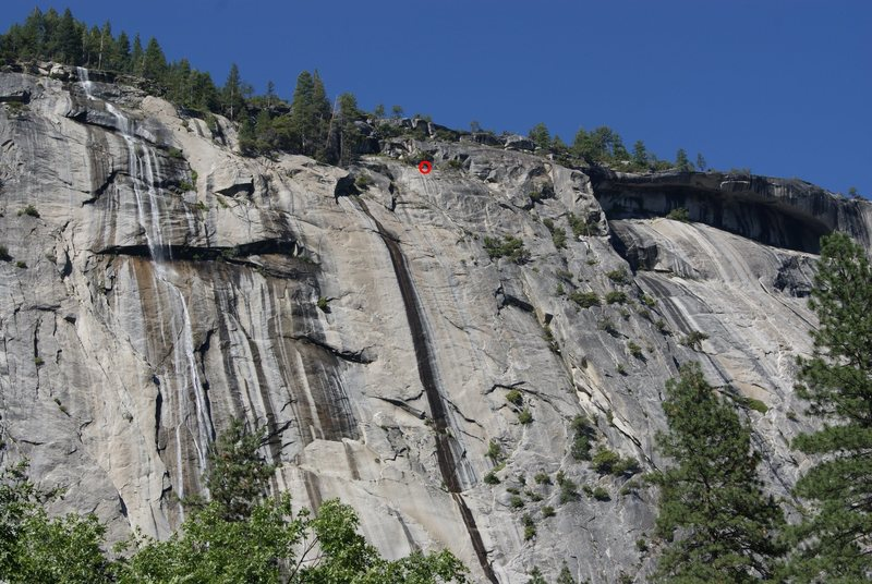 """This shows the scale of the climb.  Inside the red """"O"""" at the top center are two climbers at the 15th pitch anchors which is the first rappel station."""