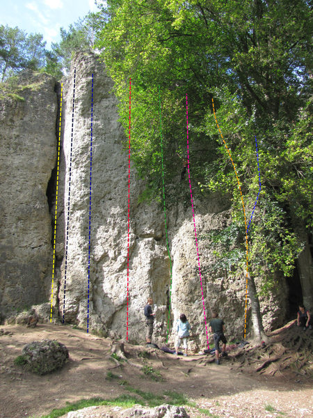 Rock Climbing Photo: Yellow is Zwischenfall, Black is R 7, Blue is Akku...