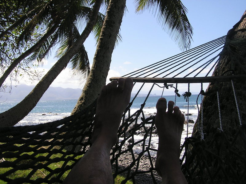North Shore hammock surfing<br> Photo: Olaf Mitchell
