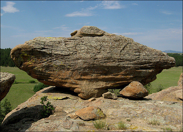 Rock Climbing Photo: A cool boulder on the rim. Photo by Blitzo.
