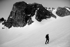 Rock Climbing Photo: On the Palisade Glacier, E face of T-Bolt looming ...