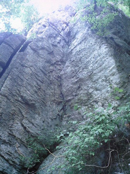Rock Climbing Photo: The Alley goes up the corner crack thru the buldge...