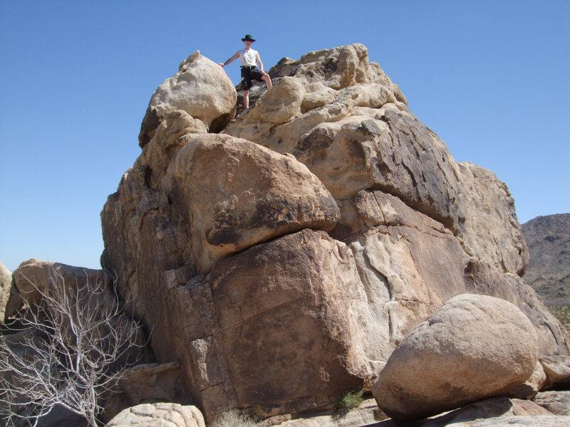 A bouldering spot atop Morbid Mound, Joshua Tree