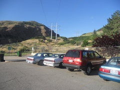 Rock Climbing Photo: The parking lot.  Head toward the power lines to r...